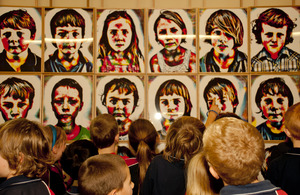 School Children and Artwork by Nicola Loder 1